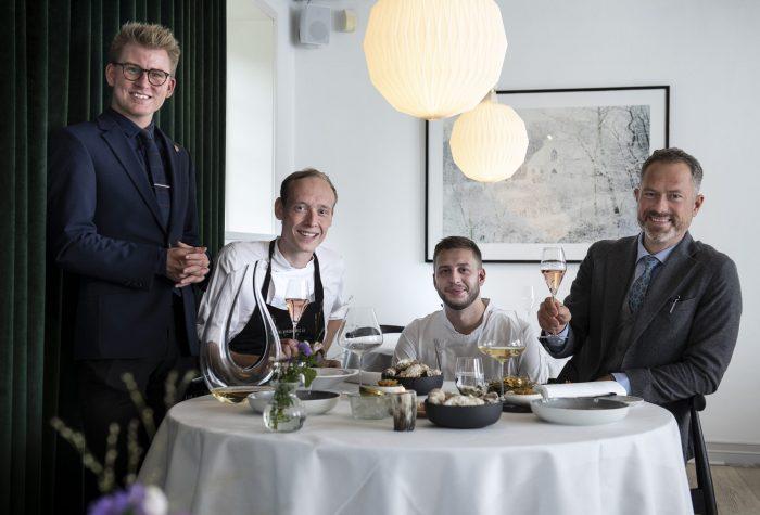 Nørre Vosborg. N. V. Tasting. Holdet smager. Foto: © Michael Bo Rasmussen / Baghuset. Dato: 01.10.20