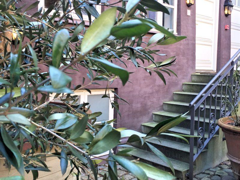 yeard-stairs-french-hotel